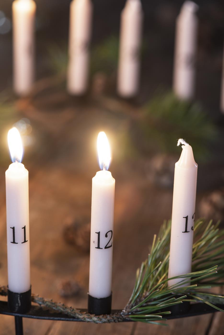 Dünne Kerzen 1-24 malva m/schwarzen Zahlen ib laursen